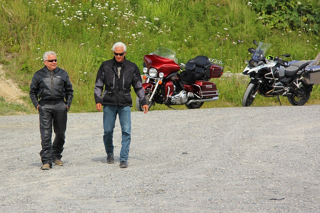 dva motorkáři.jpg