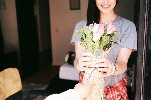 darovaná květina.jpg