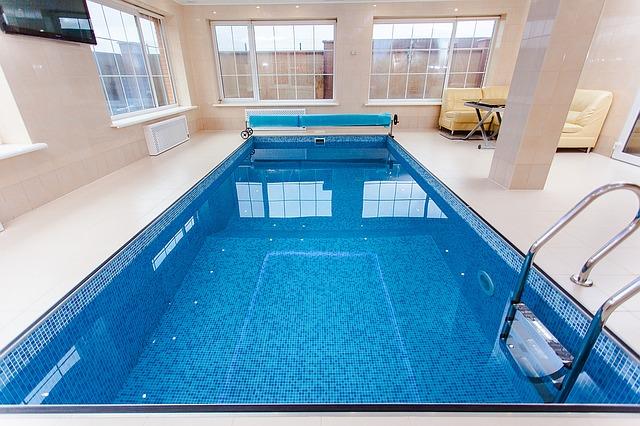 bazén v interiéru